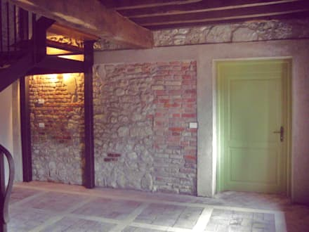 Rock wall: Ingresso & Corridoio in stile  di MZ Studio Architettura Ingegneria