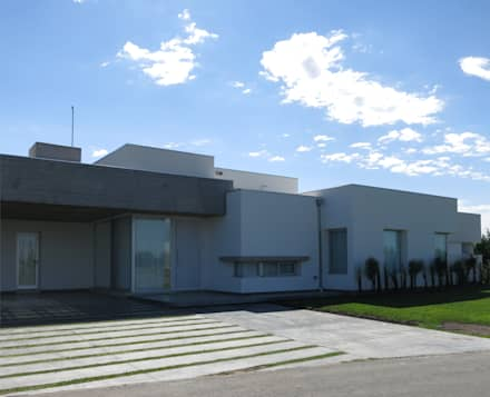 Rumah by MARIA NIGRO ARQUITECTA