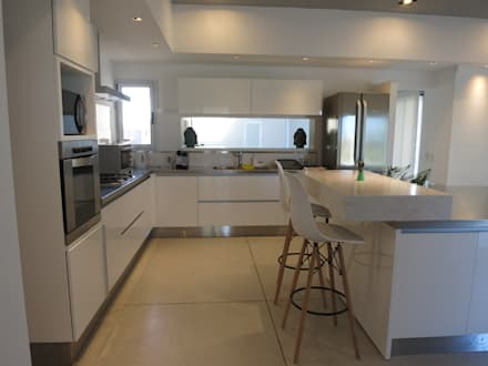 Casa LR4546: Cocinas de estilo minimalista por MARIA NIGRO ARQUITECTA
