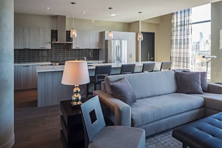 Penthouse Media Room: modern Media room by Collage Designs