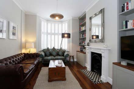 Balham SW12 Hyde Farm Estate : modern Living room by Clara Bee