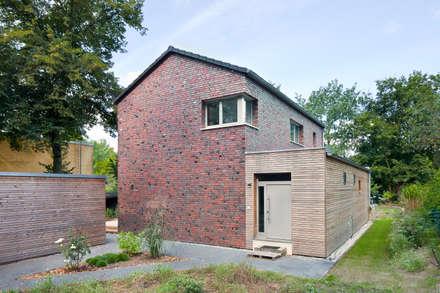 Haus Zehlendorf 2: klassische Häuser von Müllers Büro