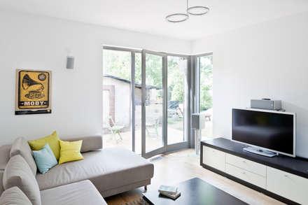 Haus Zehlendorf 2: klassische Wohnzimmer von Müllers Büro