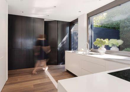 Objekt 336: moderne Küche von meier architekten