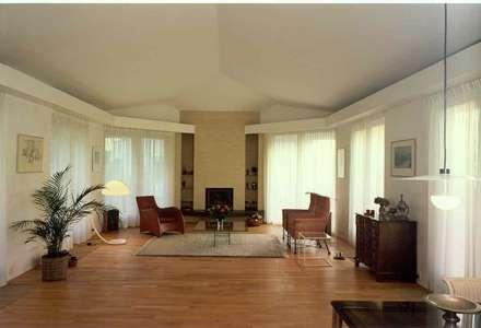 interieur: eclectische Woonkamer door Voets Architectuur en Stedenbouw