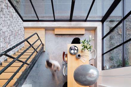 Koek Stijl: industrial Living room by BuroKoek