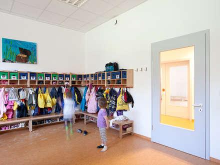 Kommunale Modellbauweise: klassische Ankleidezimmer von Müllers Büro