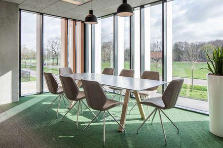 Koek Stijl: minimalistic Study/office by BuroKoek