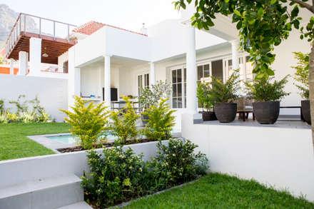 House Oranjezicht: Scandinavian Garden By ATTIK Design