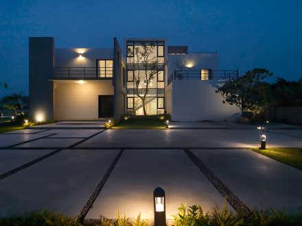 Four season house:  住宅 by 夏沐森山設計整合