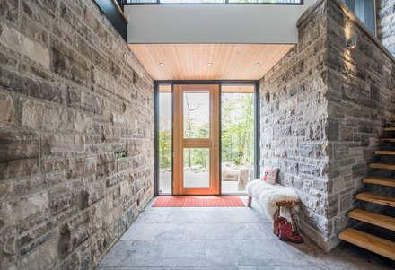 Corridor & hallway by BLDG Workshop Inc.