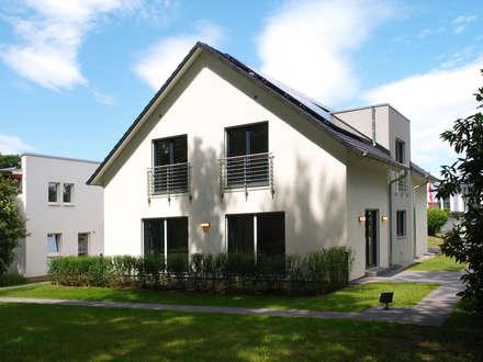 Musterhaus Bad Vilbel: moderne Häuser von SCHWABENHAUS GmbH & Co. KG