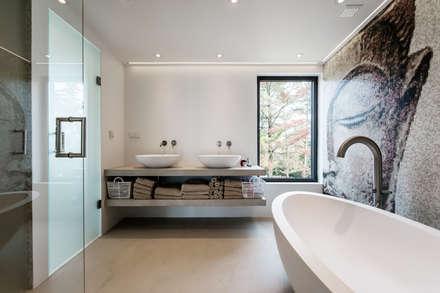 : Casas de banho modernas por studioarte