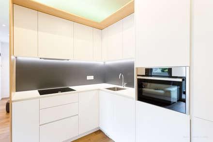 Free Z: Cucina in stile in stile Minimalista di arch@lemayr-thomas