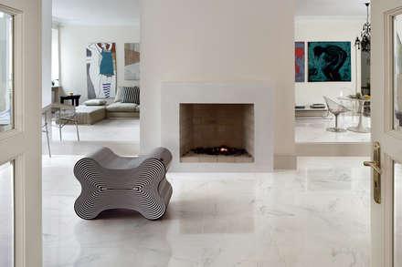 Gres porcellanato effetto marmo Melange ghiaccio - MA 7001: Soggiorno in stile in stile Classico di ItalianGres