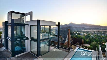 Casa Soprano: Casas de estilo moderno por Arq6.0
