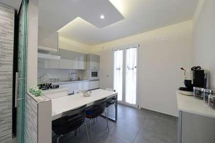 CASA DE RIGGI: Cucina in stile in stile Moderno di yesHome