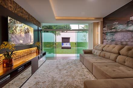 modern Media room by Arquiteto Aquiles Nícolas Kílaris