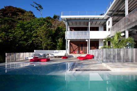 Casa Torcida: modern Pool by SPG Architects