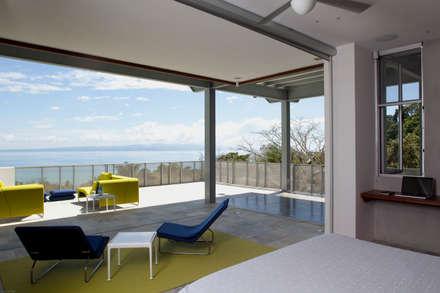 Casa Torcida: modern Bedroom by SPG Architects