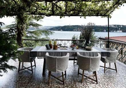 AA HOUSE EMIRGAN:  Terrace by Esra Kazmirci Mimarlik