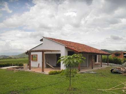 Casas de estilo rústico de Todos los Santos