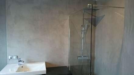 Detalle de la ducha: Baños de estilo industrial de Topciment