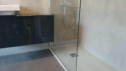 Ducha y mueble de baño: Baños de estilo industrial de Topciment