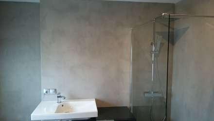 Lavabo y ducha de microcemento: Baños de estilo industrial de Topciment