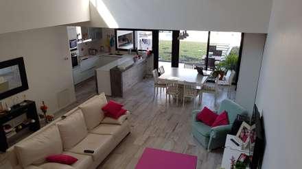 رہنے کا کمرہ  by Articular Arquitectura