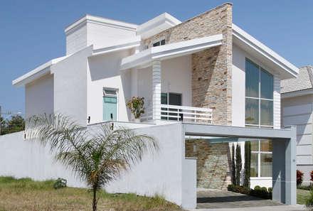 Arquitetura Inovadora Residencial: Casas modernas por Virna Carvalho Arquiteta