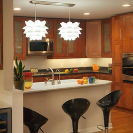 1959 Highland Square Condo Kitchen: modern Kitchen by New Leaf Home Design