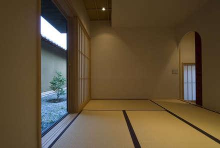 風の家の和室: 森村厚建築設計事務所が手掛けた和室です。