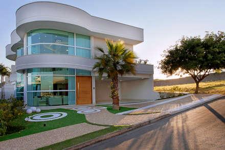 Casa Damha: Casas modernas por Arquiteto Aquiles Nícolas Kílaris
