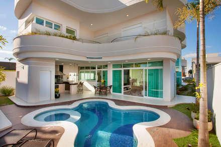 Casa Damha: Piscinas modernas por Arquiteto Aquiles Nícolas Kílaris