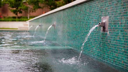 Entertaining Garden - Transitional Landscape Design: eclectic Pool by Matthew Murrey Design