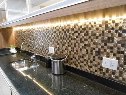 Cozy kitchen- Cozinha aconchegante: eclectic Kitchen by Mariana Von Kruger Emme Interiores