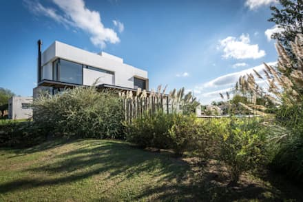 Jardines de estilo minimalista por Development Architectural group