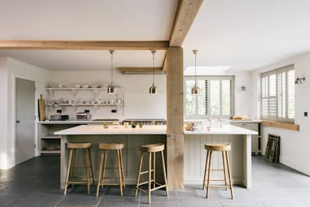 The Henley on Thames Kitchen by deVOL: rustic Kitchen by deVOL Kitchens