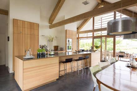 Schuurwoning Leusden: moderne Keuken door Kwint architecten