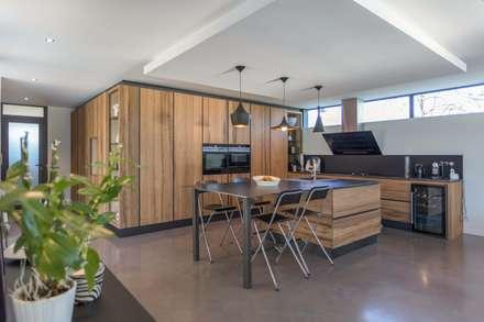 Nhà bếp by Hugues TOURNIER Architecte