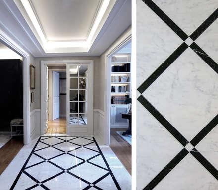 Appartement Victor Hugo: Couloir et Hall d'entrée de style  par Gil Mamann