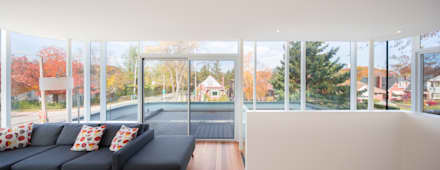 The Hambly House: minimalistic Living room by dpai architecture inc
