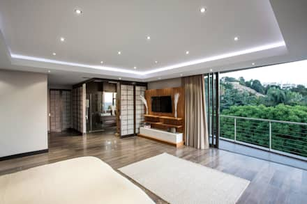 Home on a hill: modern Bedroom by FRANCOIS MARAIS ARCHITECTS