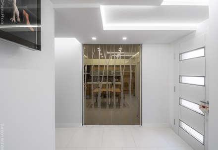 SF HOUSE: Cucina in stile in stile Minimalista di SANSON ARCHITETTI