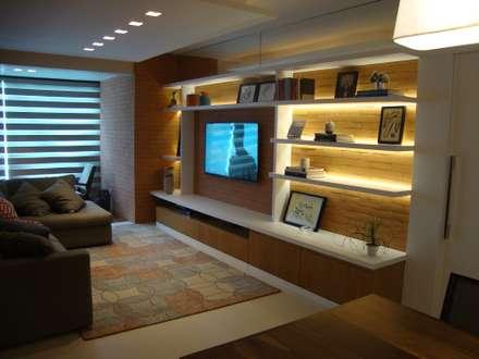 Estante do estar: Salas de estar modernas por Geraldo Brognoli Ludwich Arquitetura