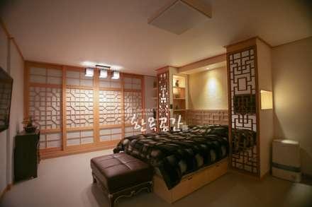현대공간과 잘 어울리는 퓨전 한옥인테리어: 한옥공간의  침실