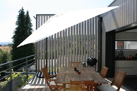 Extension d'une maison individuelle à Maxéville: Terrasse de style  par nine architectes