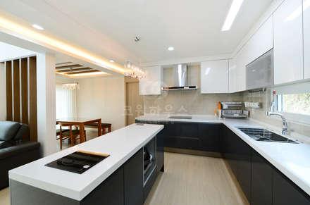 modern Kitchen by 코원하우스