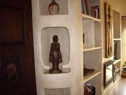 ÁTICO: Salones de estilo colonial de Antiqva